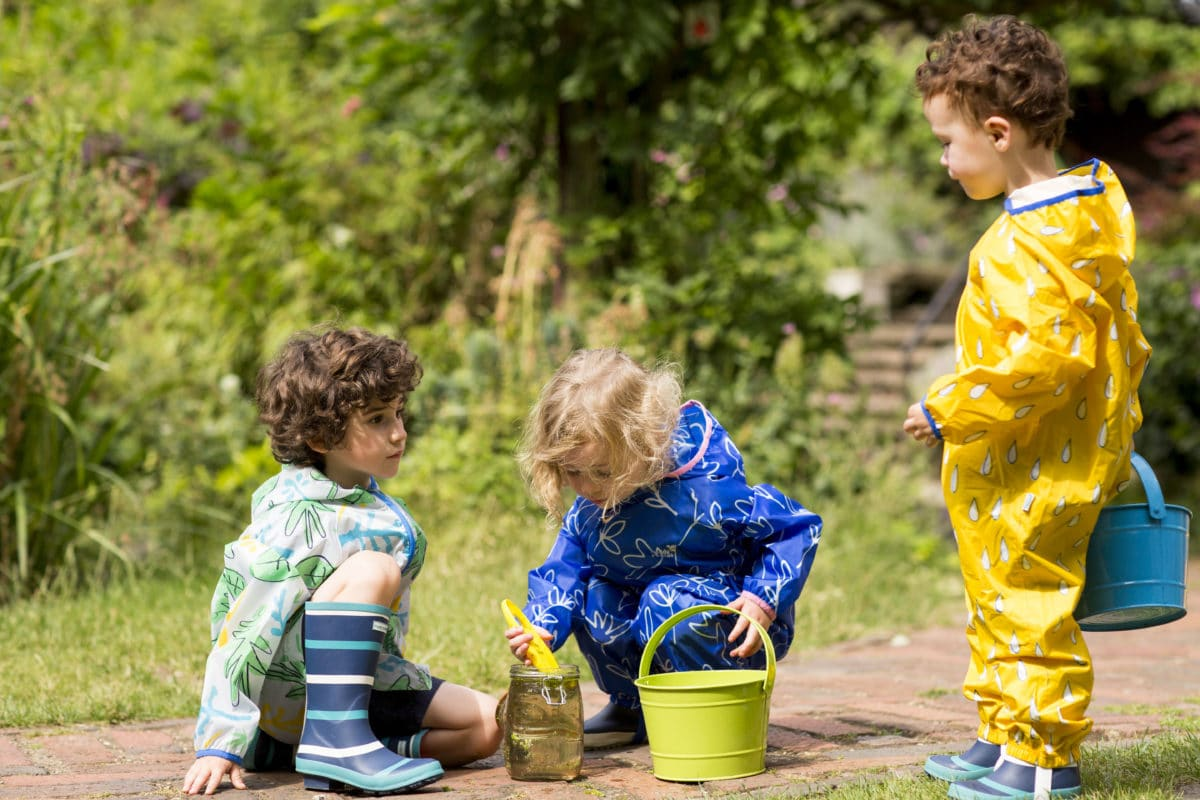 The Importance of a Healthy Sibling Relationship | Muddy Puddles